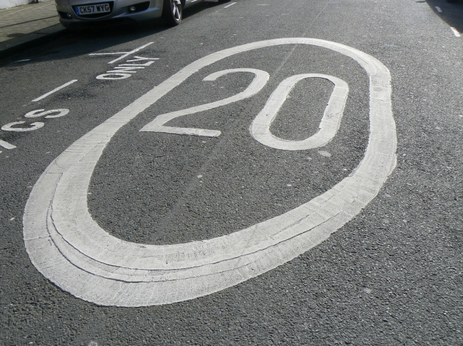 20mph roundel on a Wandsworth road