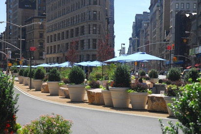 Pot plants and sunshades for people: New York city